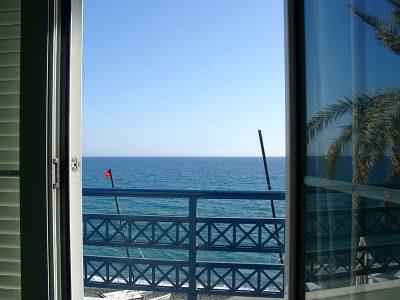 Blick aud dem Fenster des Paradise Hotels in Myrtos
