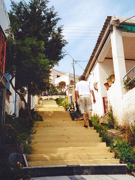 Ferienort Bali: Weg zum Hotel Ormos Atali