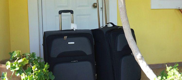 Koffer vor unserem Haus in Pirgos Psilonerou