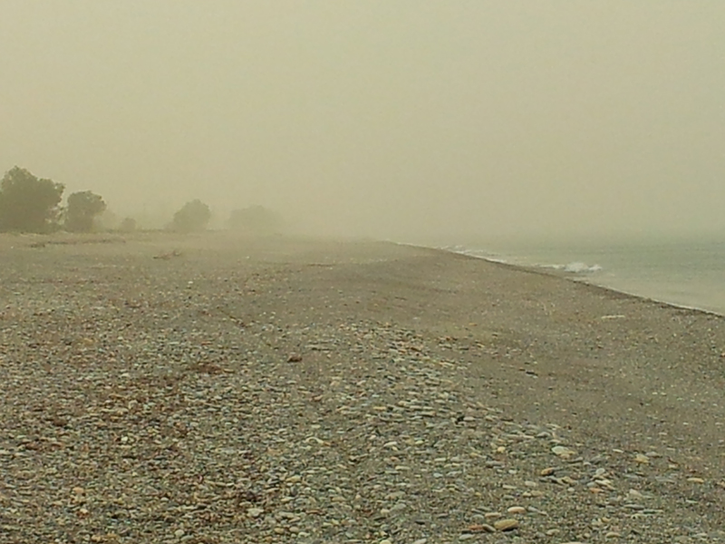 Schirokko am Strand von Pirgos Psilonerou