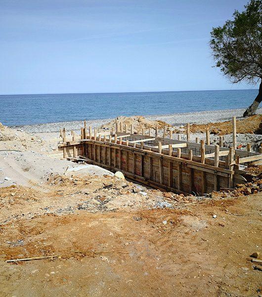 Aufräumarbeiten am Strand von Maleme