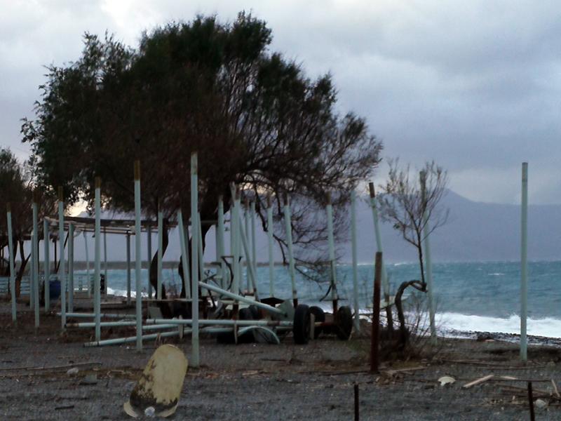 Unwetterschäden am Strand von Maleme