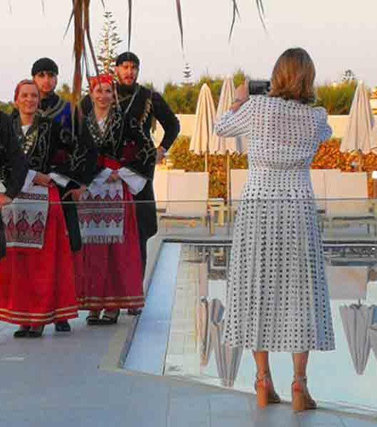 Grieschische Tänzer im Blue Dome Hotel