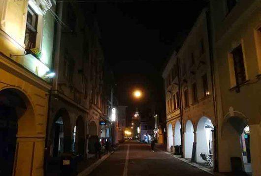 Budweis bei Nacht