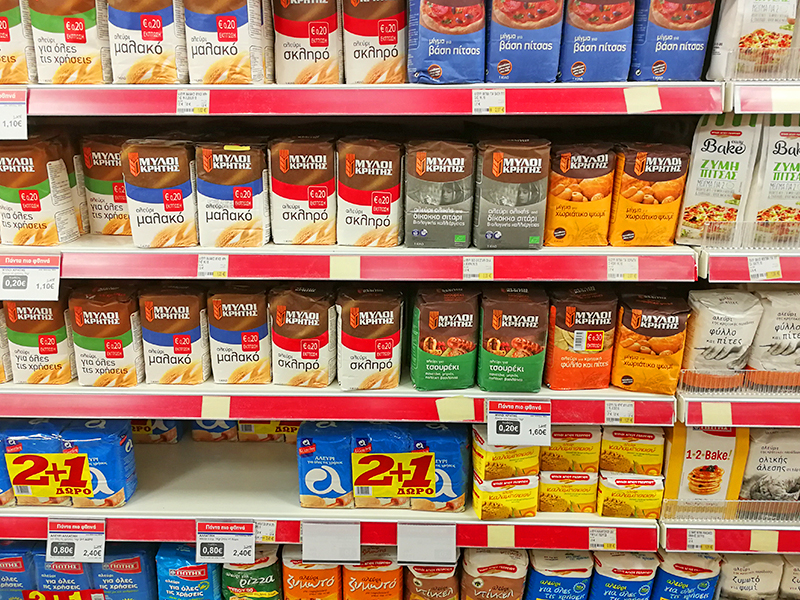 Mehlregal im Synka-Supermarkt Maleme