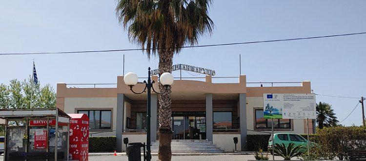 Rathaus der Gemeinde Platanias mit Bürgeramt