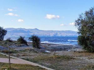 Strand in Pirgos Psiöonerou im November 2020