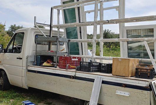 Mobile Werkstatt vor dem Haus